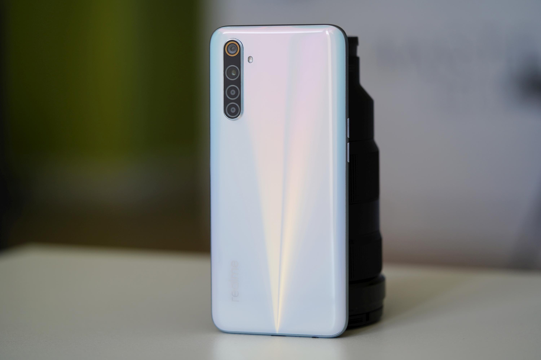 Jaki smartfon do 1300 złotych warto kupić? Tegoroczne modele przodują 22