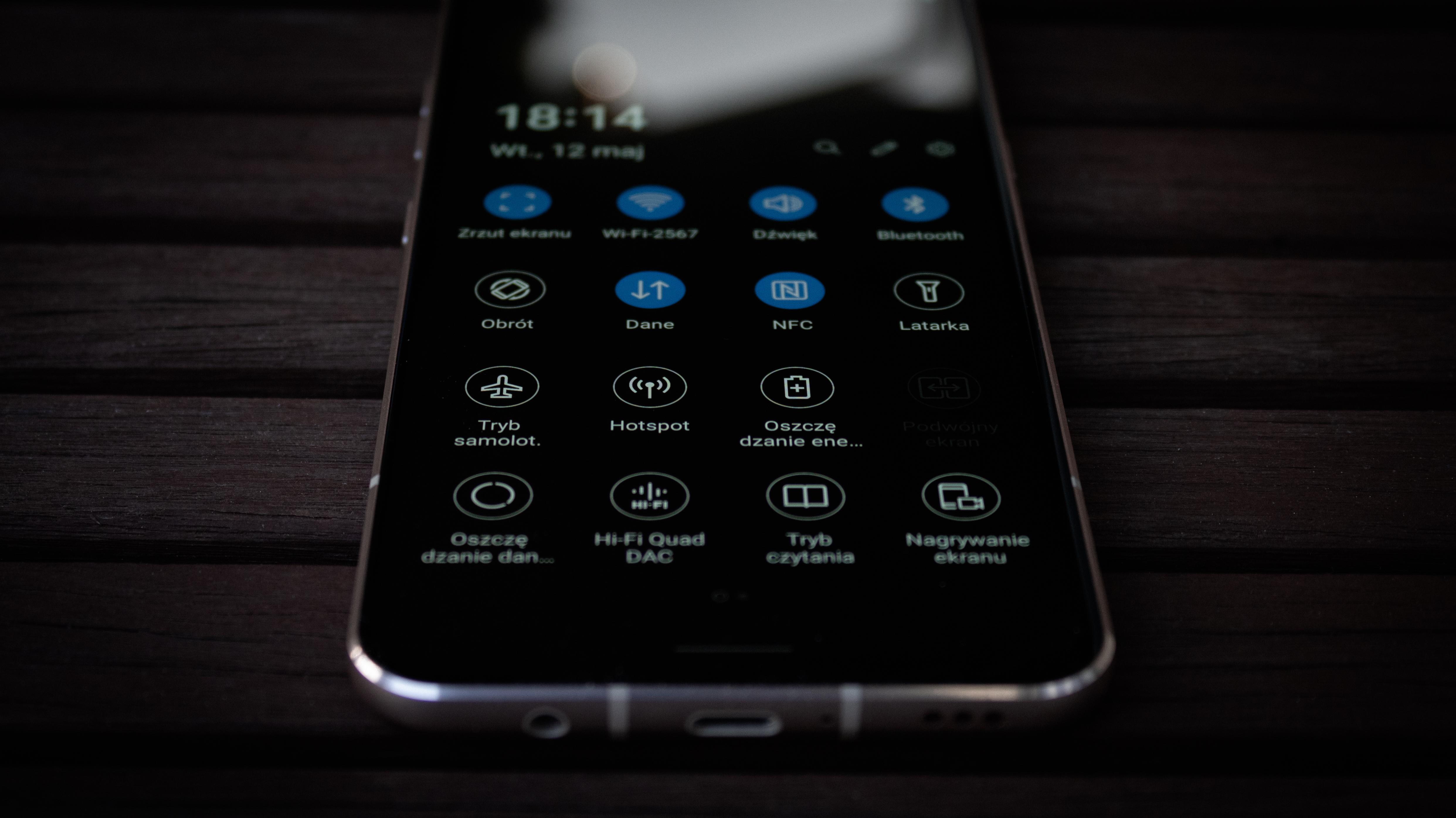 """LG V60 ThinQ 5G - flagowiec z kilkoma """"ale"""" (recenzja)"""