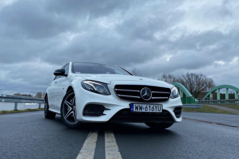 W oprogramowaniu Mercedesa odkryto 19 luk. Możliwe było zdalne uruchomienie silnika 25