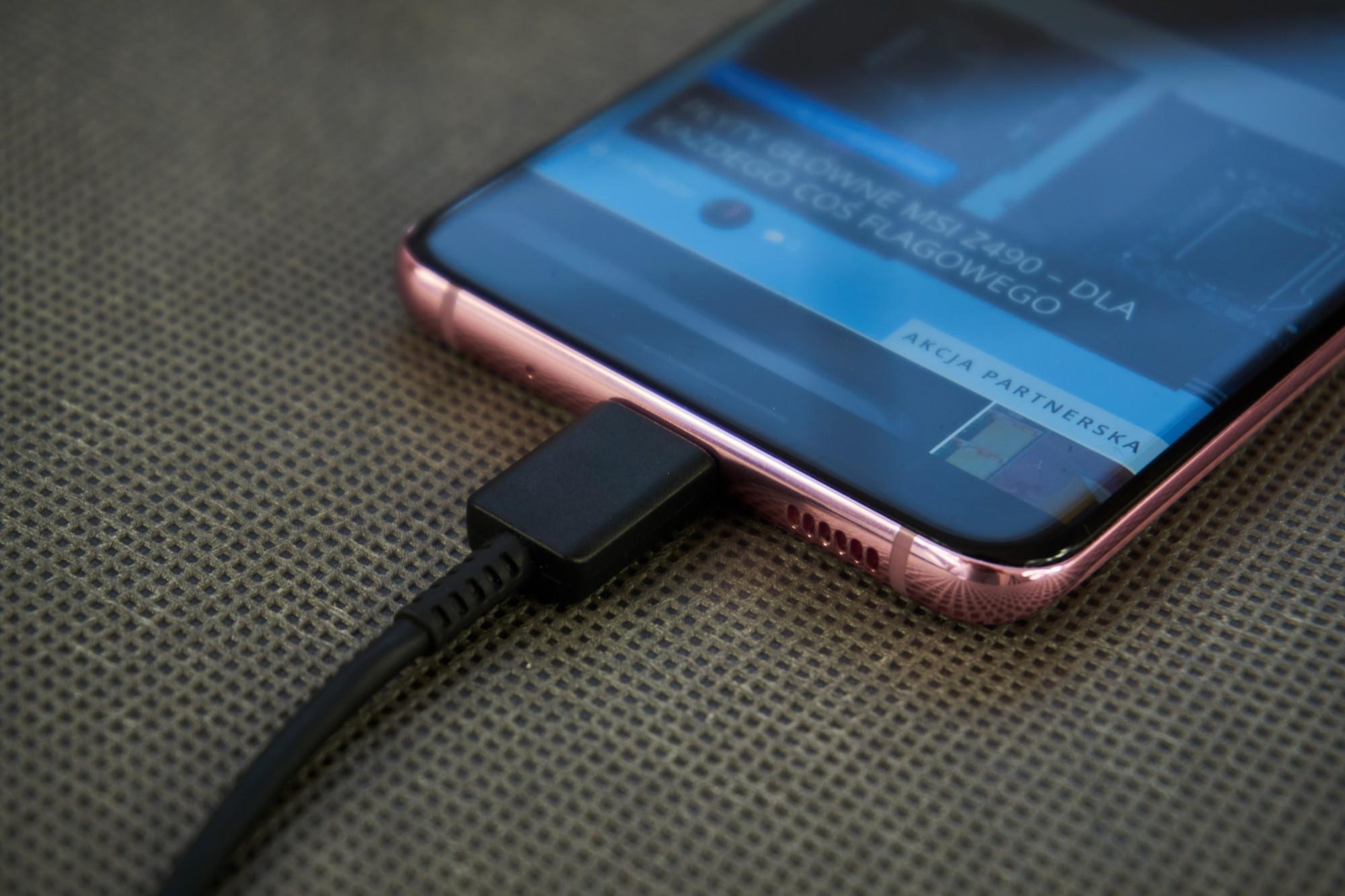 Zła wiadomość: Samsung będzie sukcesywnie usuwać ładowarki z opakowań kolejnych smartfonów