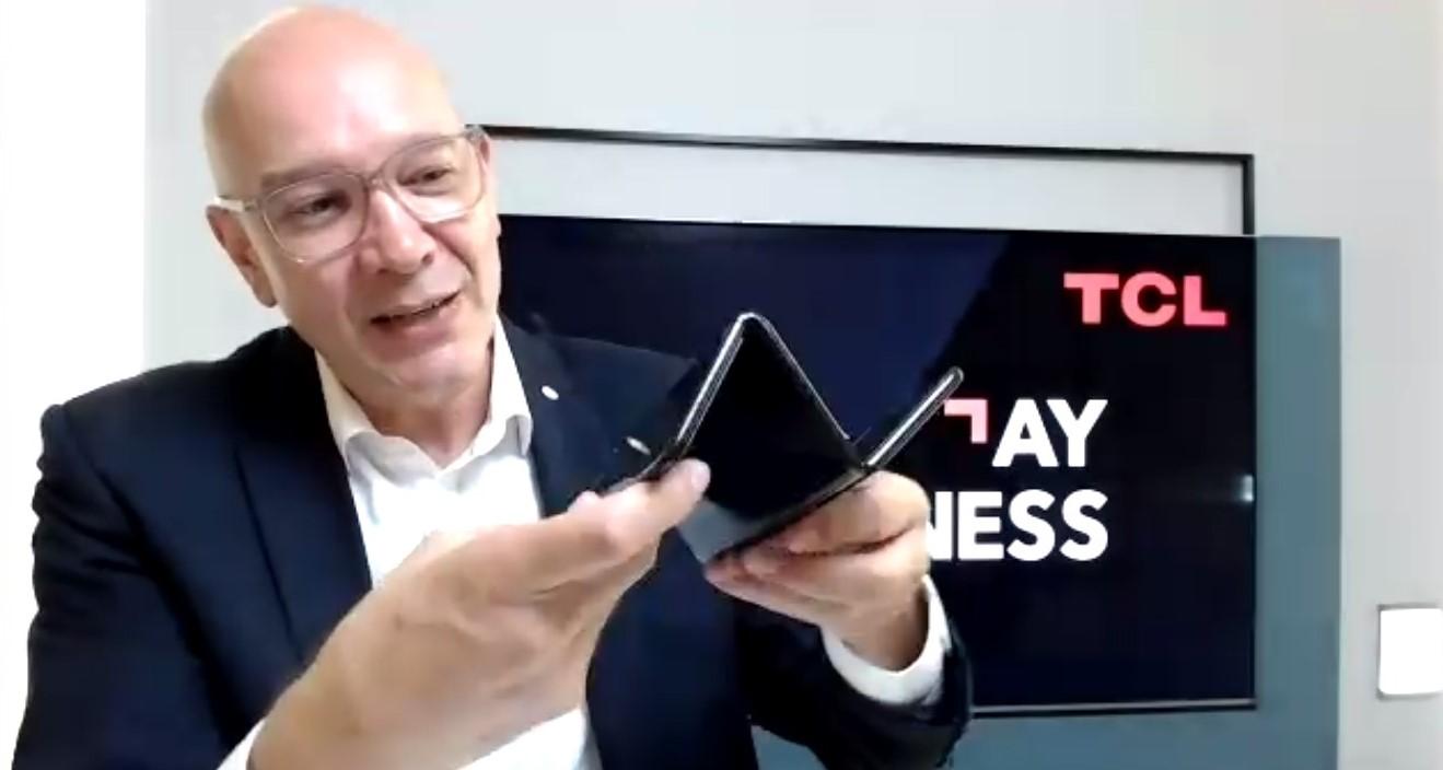 TCL chce stworzyć podwójnie składany tablet z klawiaturą. Mamy wideo