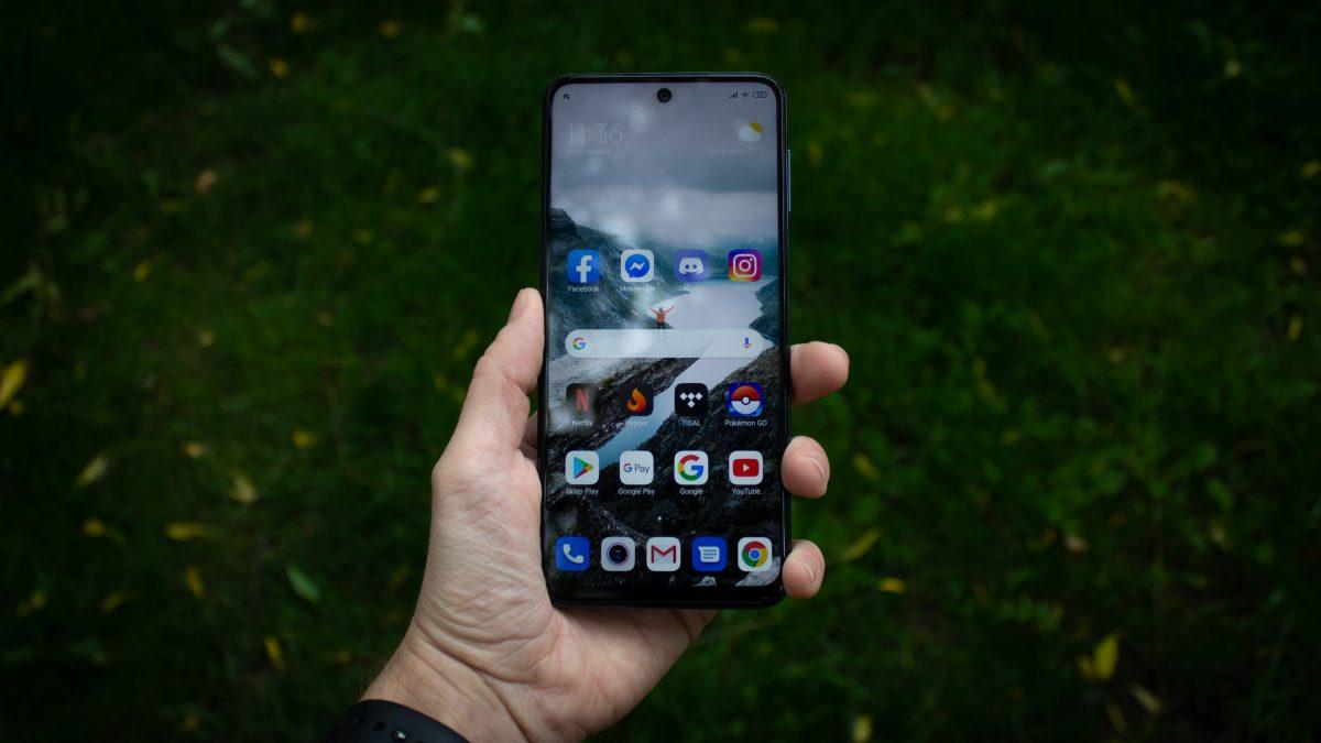 Jaki smartfon do 1500 złotych warto kupić? Wybór jest dość ograniczony 22 Jaki smartfon do 1500 złotych