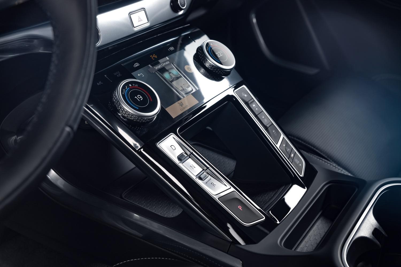 Jaguar I-Pace zyskał wydajniejszą ładowarkę i nowe oprogramowanie