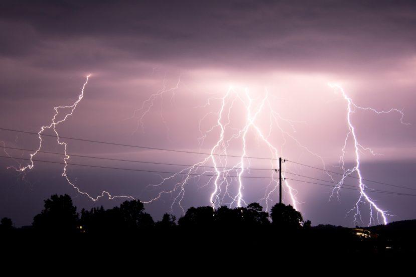 Orange przypomina: gdy idzie burza, odłączajcie routery od prądu! 22