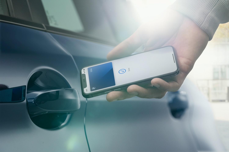 cyfrowy kluczyk w iPhonie na przykładzie BMW