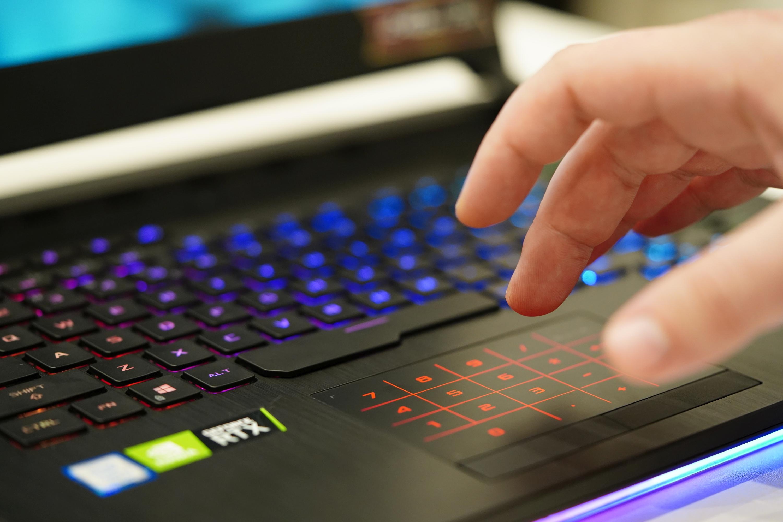 Sprawdzamy, co daje wymiana podstawowego RAM-u w laptopie na mocarne pamięci 25 HyperX Impact DDR4 Sodimm 2933 MHz