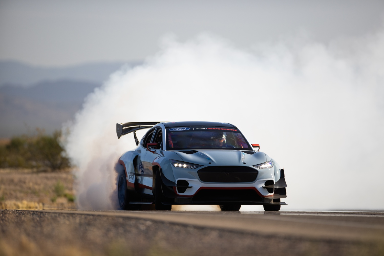 "Mustang Mach-E – ""elektryczna rakieta"" o mocy 1400 KM i aż 7 silnikach 18 Mustang Mach-E"