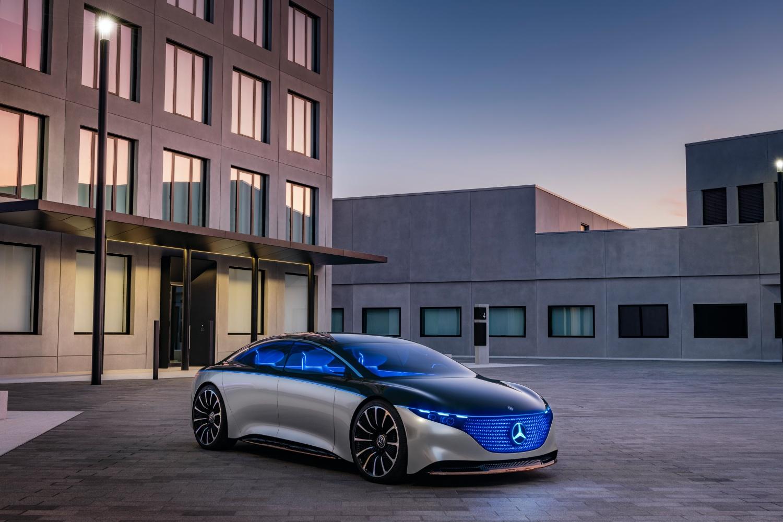 Mercedes EQS.