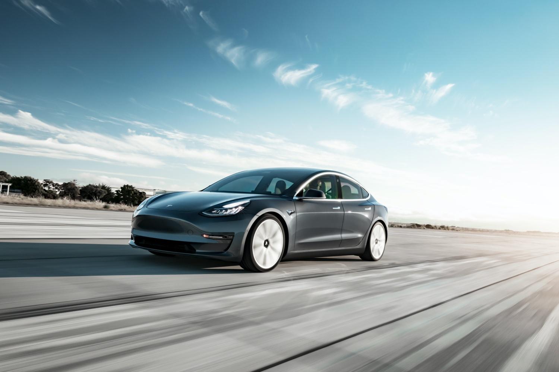 Tesla oficjalnie wjeżdża do Polski. Ceny startują od 195 tys. złotych 18 Tesla