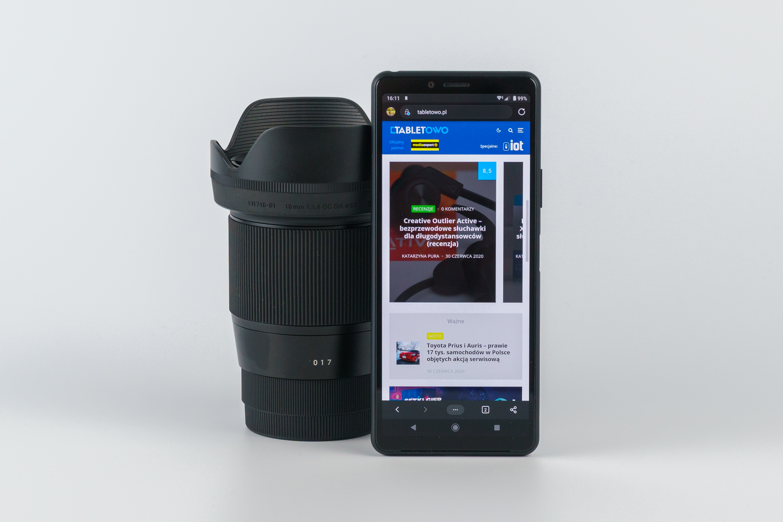 Sony Xperia 10 II oparta o obiektyw Sigma 16/1,4