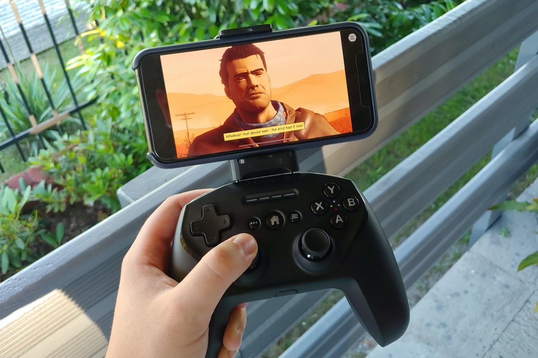 SteelSeries Nimbus+. Świetny sposób, aby z iPhone'a zrobić przenośną konsolę do gier