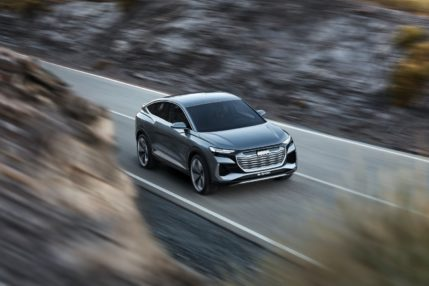 """Audi Q4 Sportback e-tron będzie elektrycznym SUV-em z """"seksownym"""" tyłem 28"""