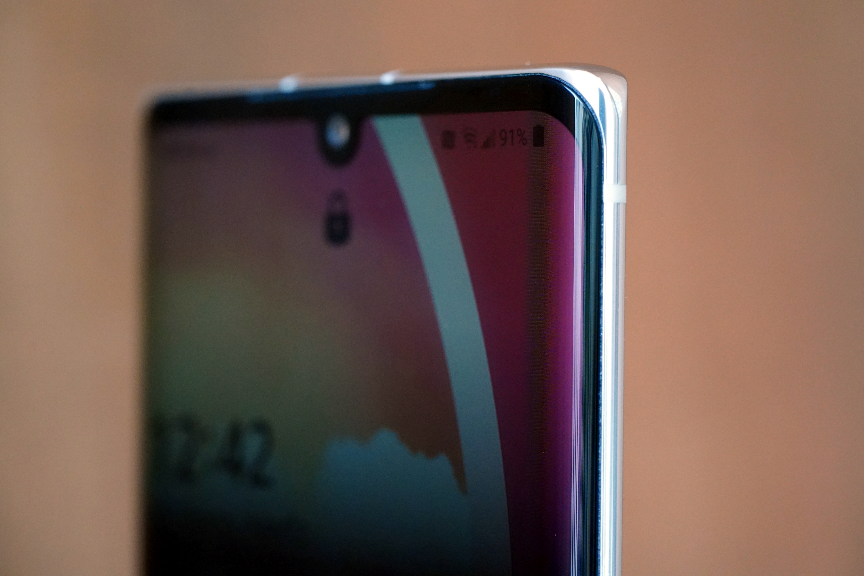 lekko zakrzywiony ekran LG Velvet