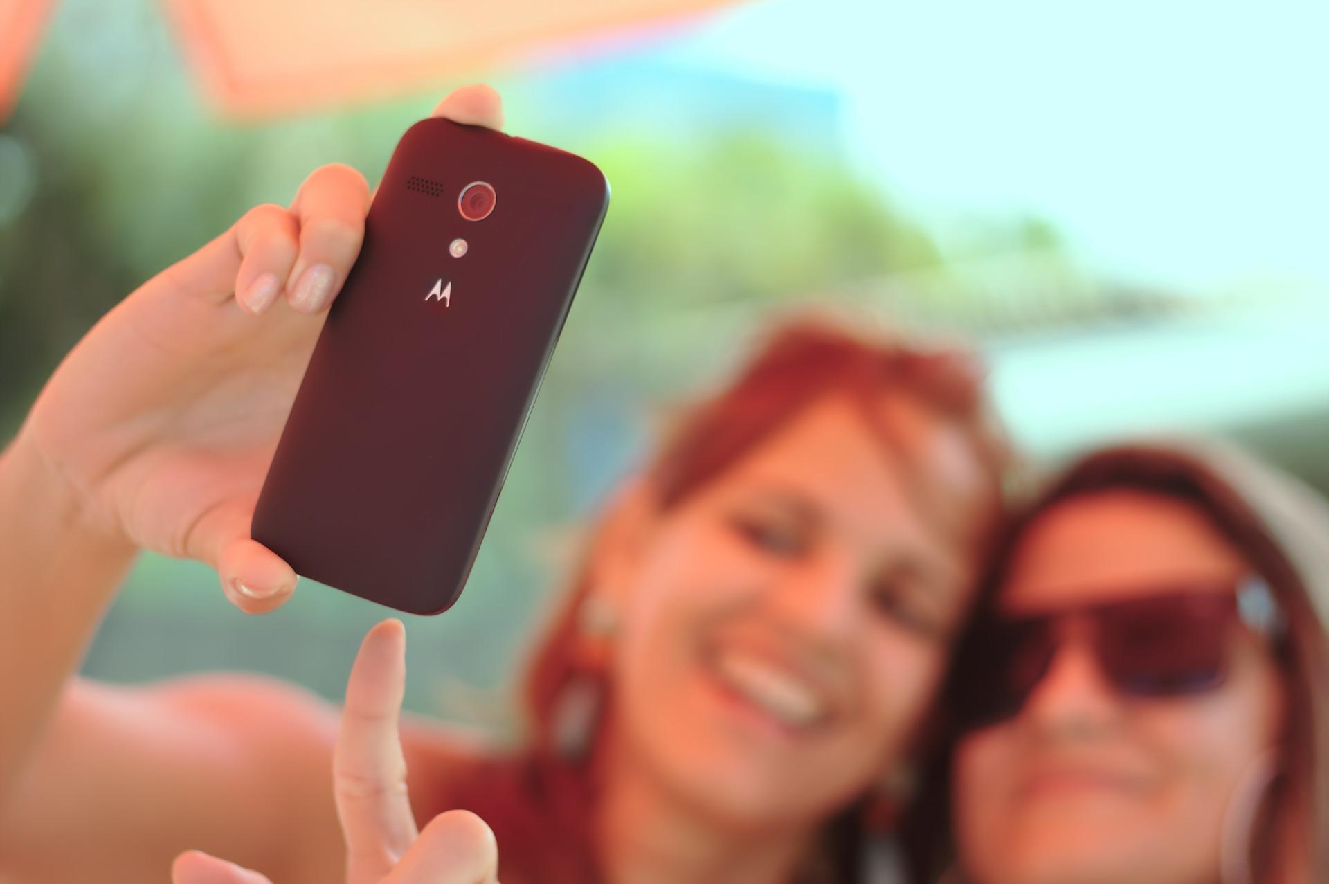 Android 11 skończy z domyślnym upiększaniem twarzy na zdjęciach