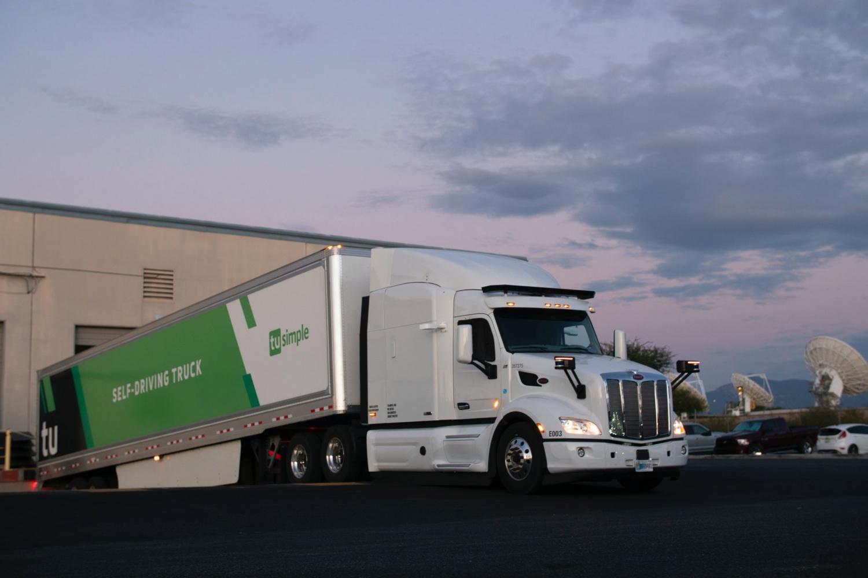 Autonomiczna ciężarówka będąca częścią floty TuSimple.