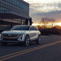 Cadillac Lyriq – elektryczny SUV z ogromnym, 33-calowym ekranem 21