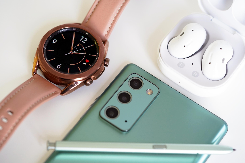 Galaxy Watch 3 w towarzystwie Galaxy Buds Live i Galaxy Note 20