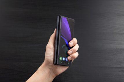 Diody LED w zawiasie składanego smartfona. Co to, Samsung Galaxy Fold Gaming?