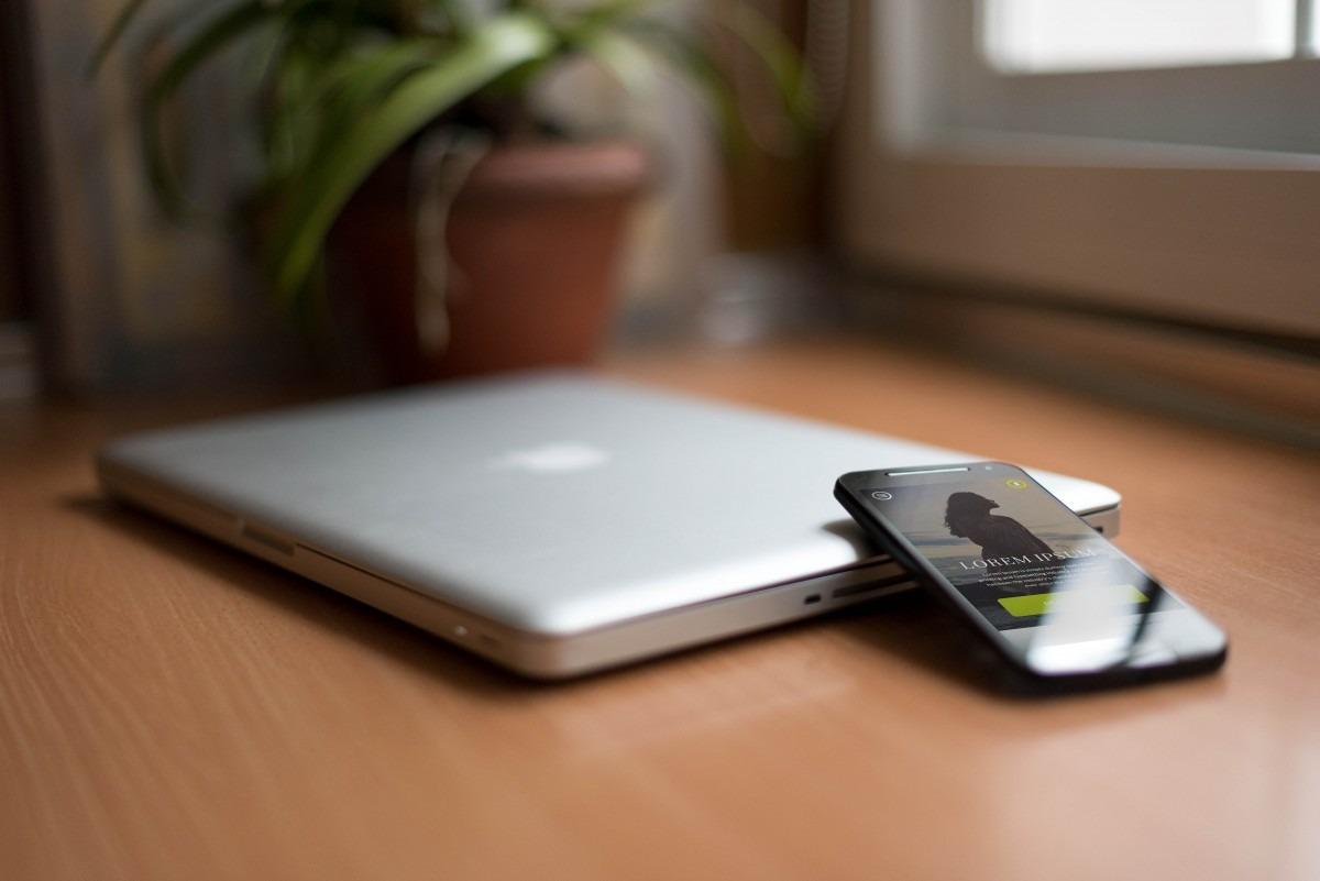 Sprzedaż MacBooków wzrasta, a smartfonów spada. Za wszystko winimy koronawirusa