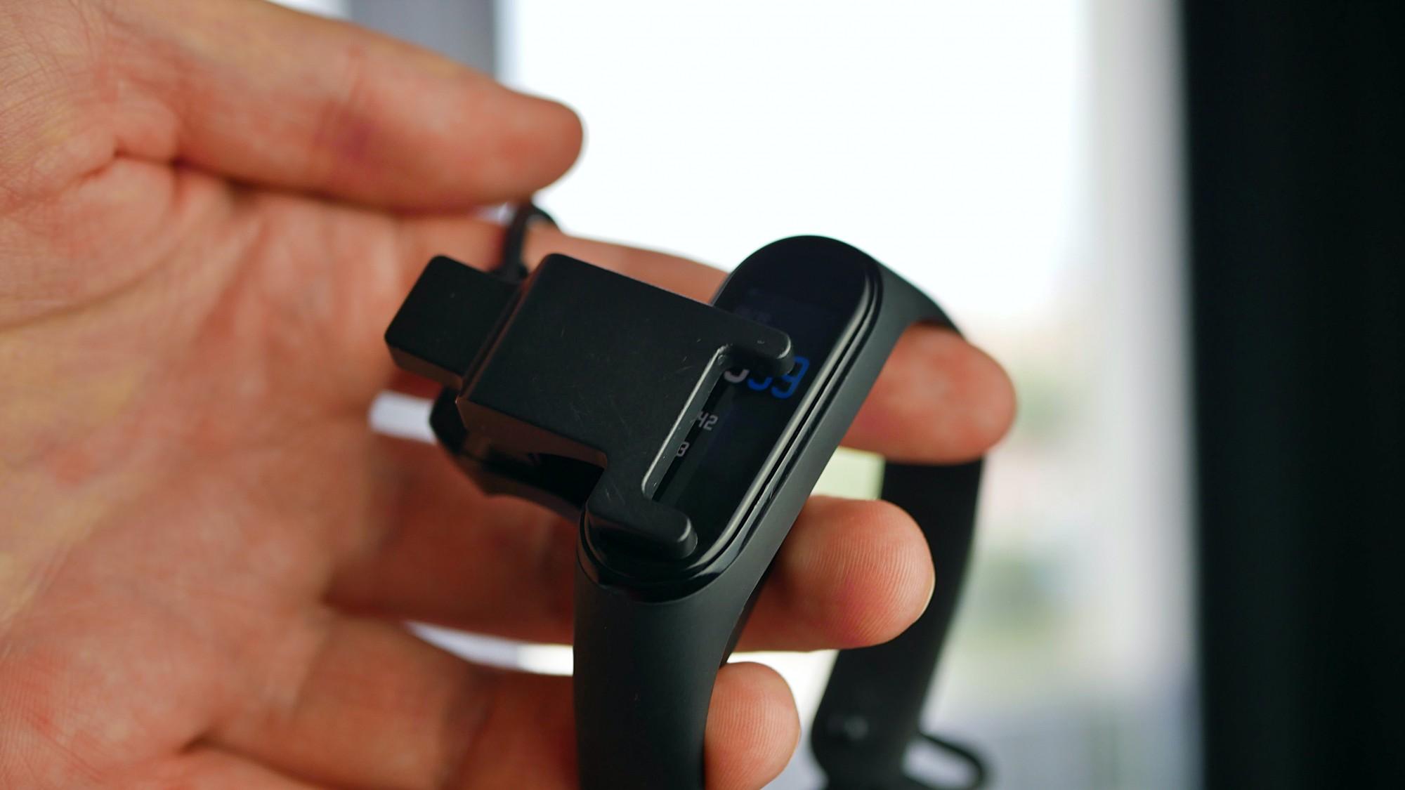 Xiaomi Mi Band 5 i Xiaomi Mi Band 4 / fot. Kacper Żarski