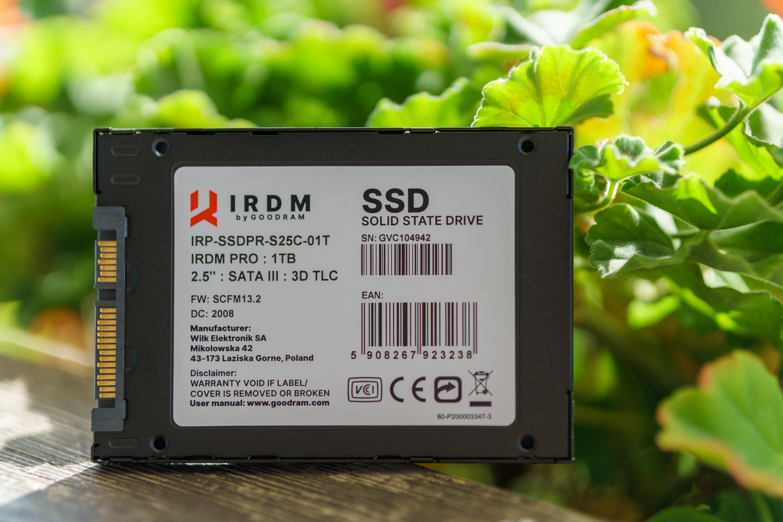 Dysk SSD GoodRam IRDM Pro 1 TB naklejka informacyjna