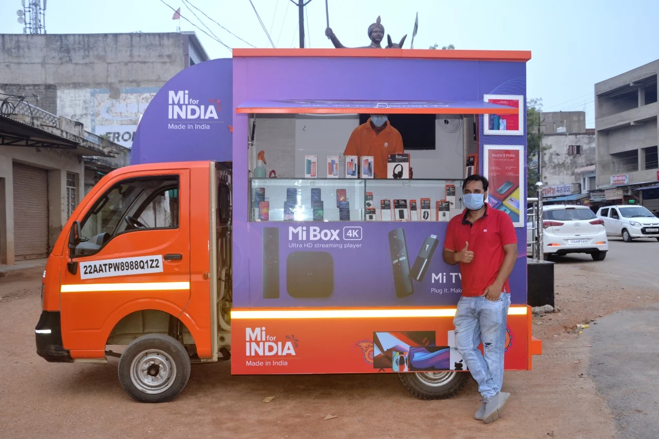 Pracownik Xiaomi Mi Store on Wheels