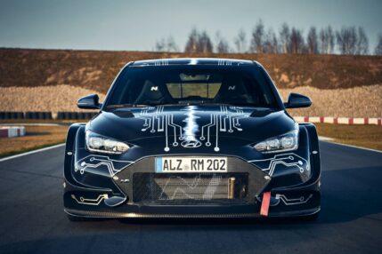 """Hyundai RM20e – elektryk, który do """"setki"""" pokona BMW M5"""