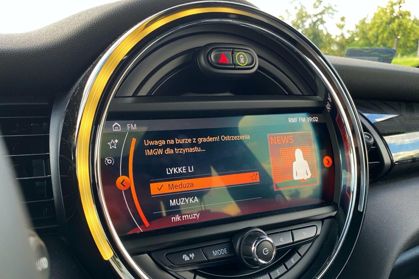Mini Cooper SE - dzień z elektrycznym samochodem w dużym mieście (test)