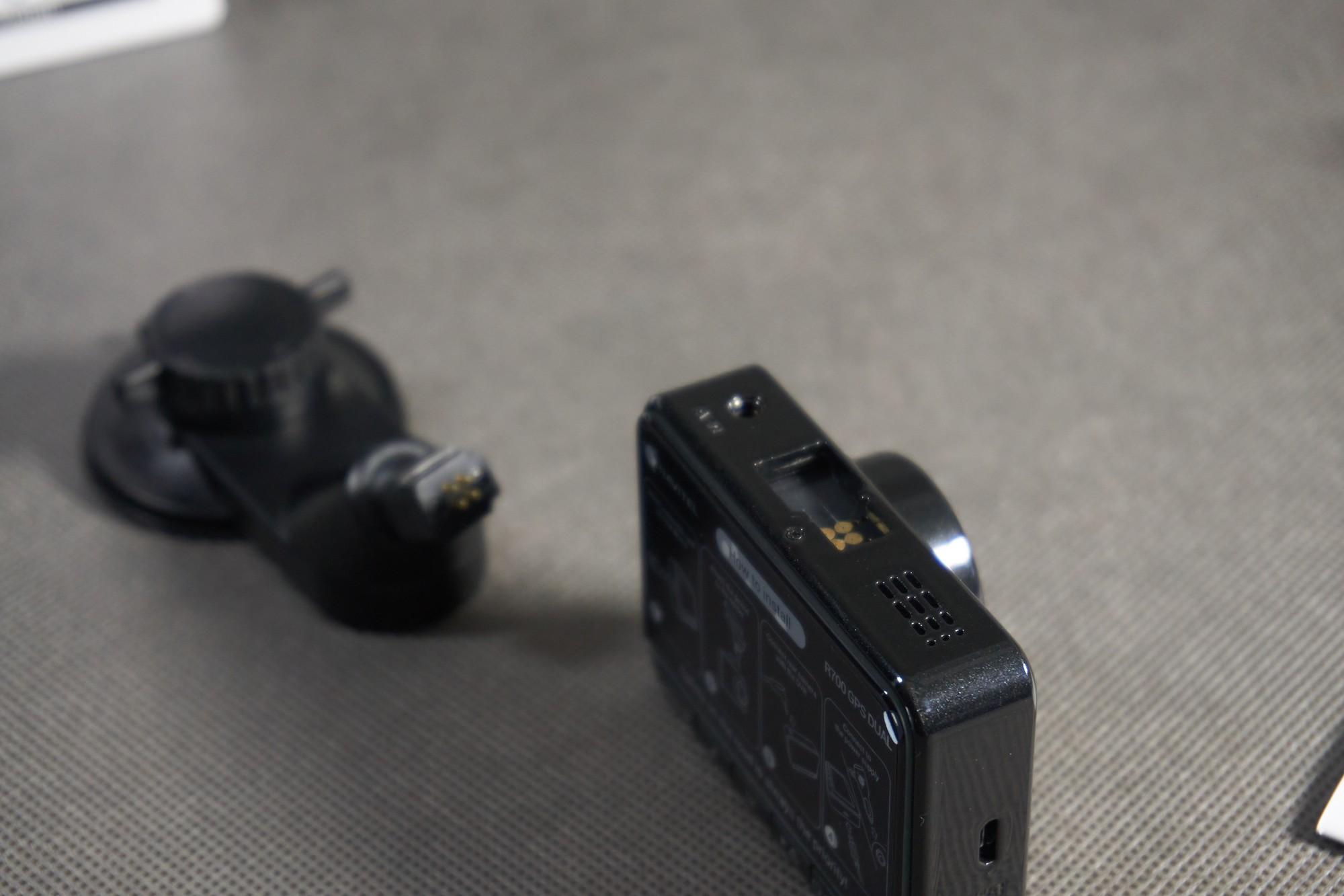 Navitel R700 GPS Dual - mocowanie, uchwyt