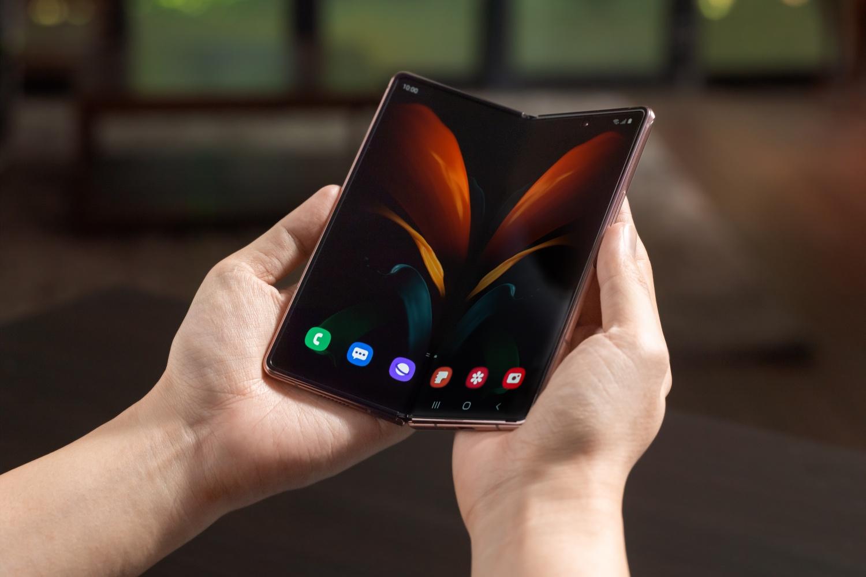 Apple zamawia próbki składanych wyświetlaczy od Samsunga. To oznacza tylko jedno