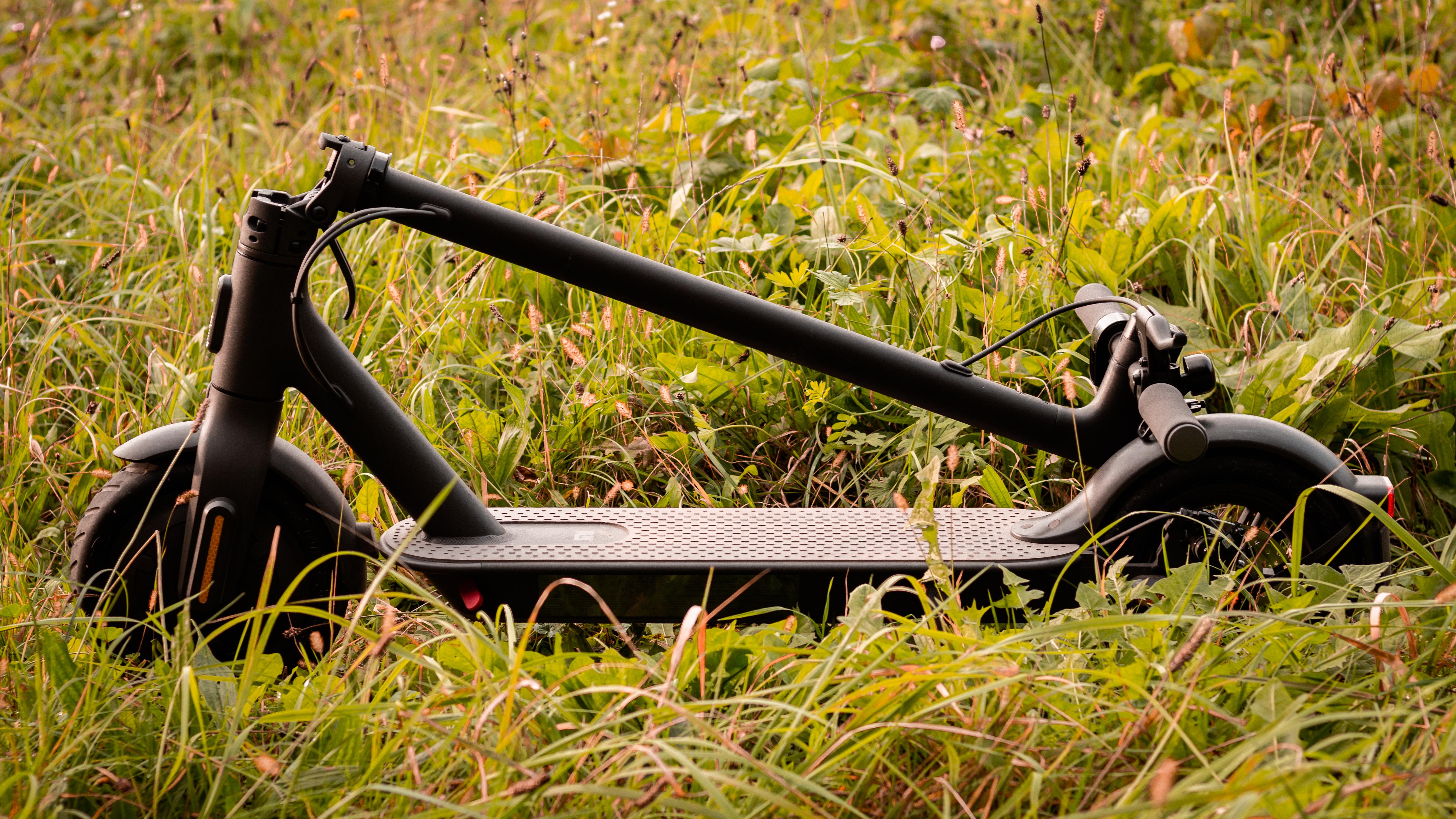 Recenzja Xiaomi Mi Electric Scooter Essential. Tanio i dobrze?