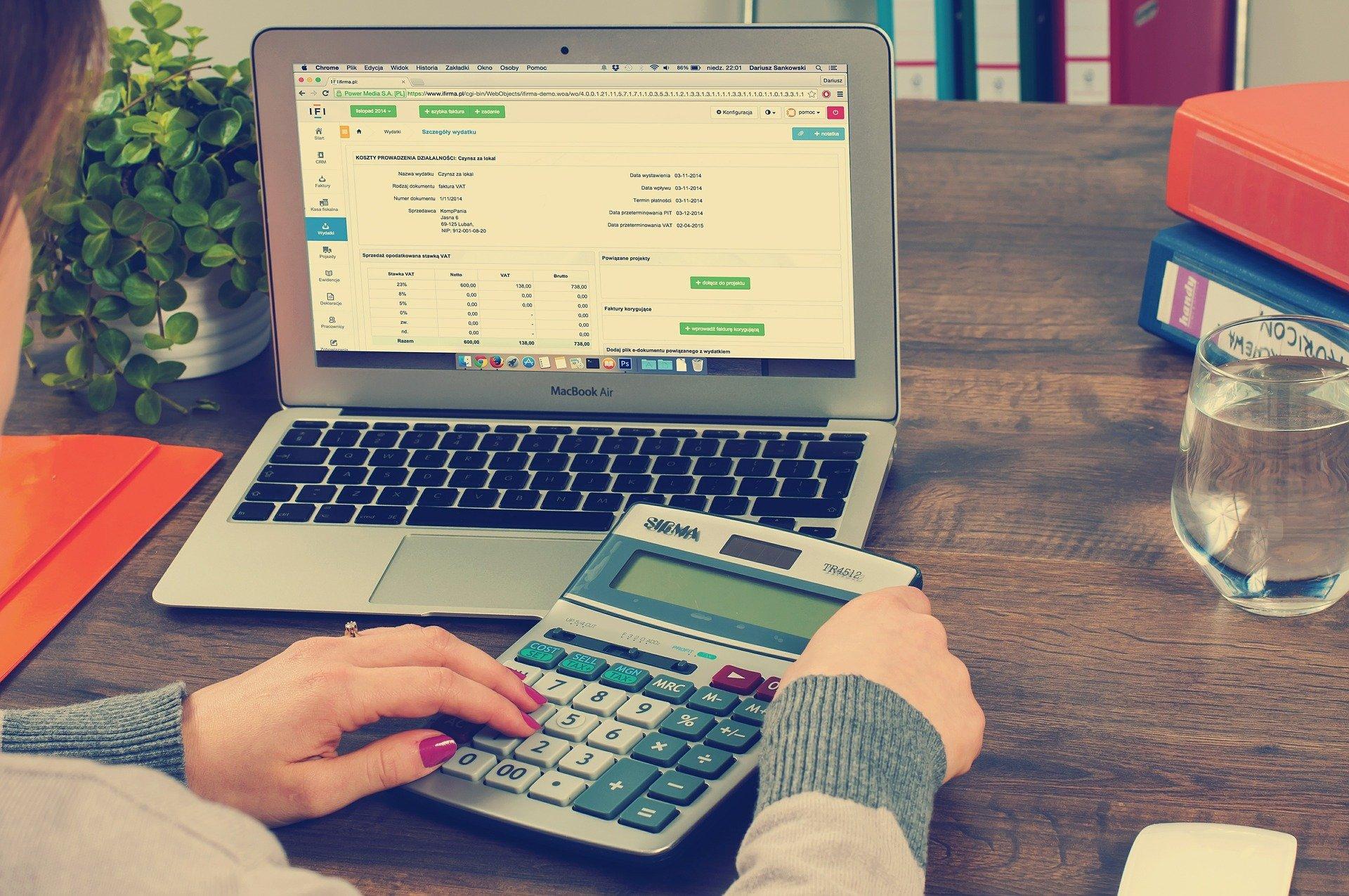 laptop Apple MacBook kalkulator