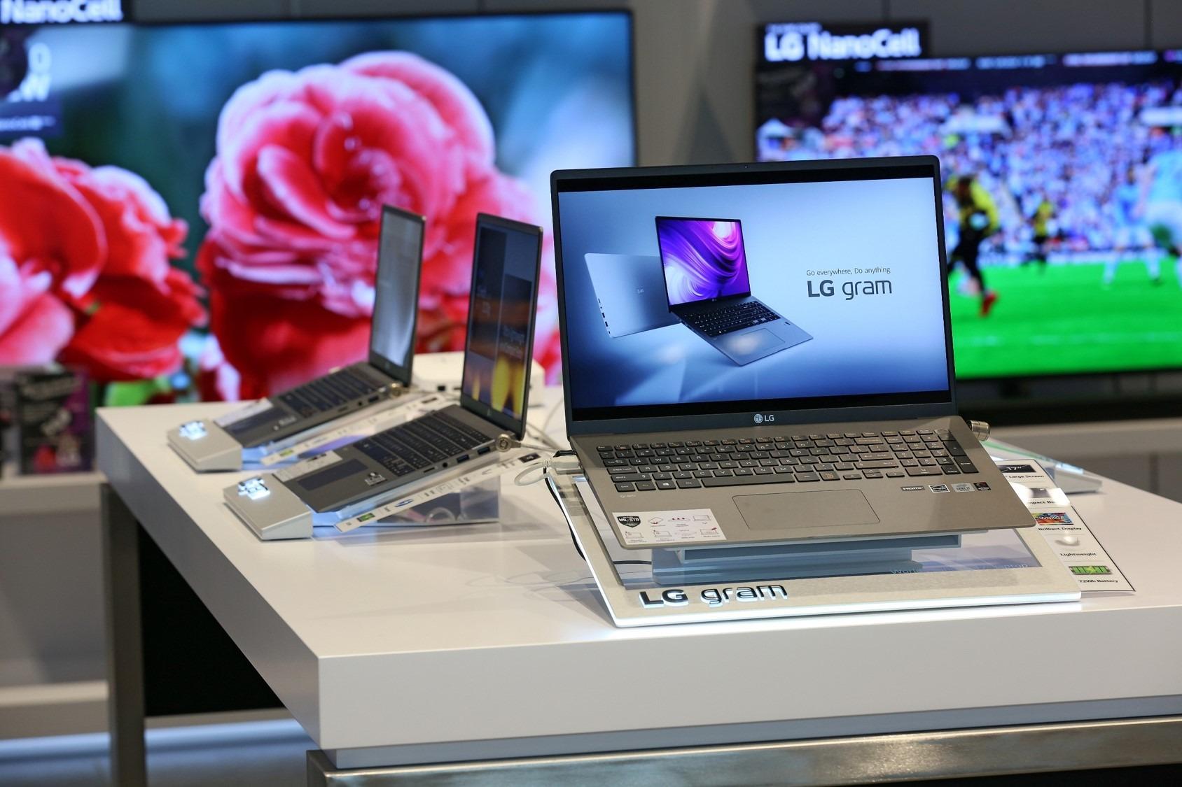 LG ma już zwijany telewizor, teraz projektuje laptopa