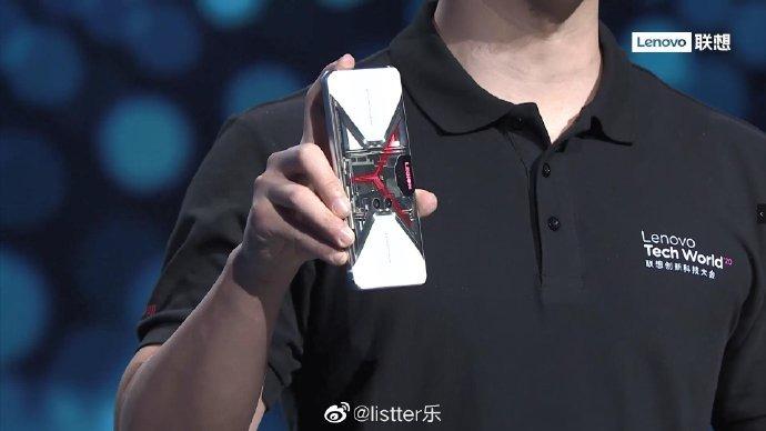 Jedyny prawdziwy smartfon gamingowy zyskał wersję z przezroczystą obudową