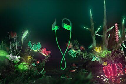 Powerbeats AMBUSH Special Edition to słuchawki, które świecą w ciemności
