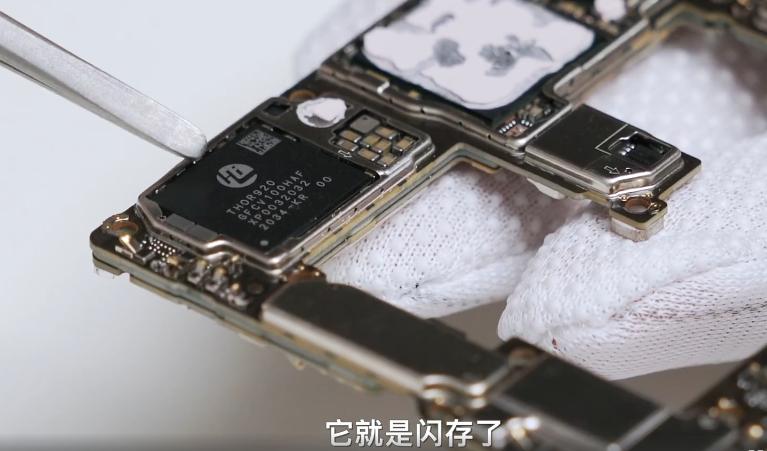Huawei w Mate 40 Pro+ montuje pamięć flash własnej produkcji. Jest nieprawdopodobnie szybka!