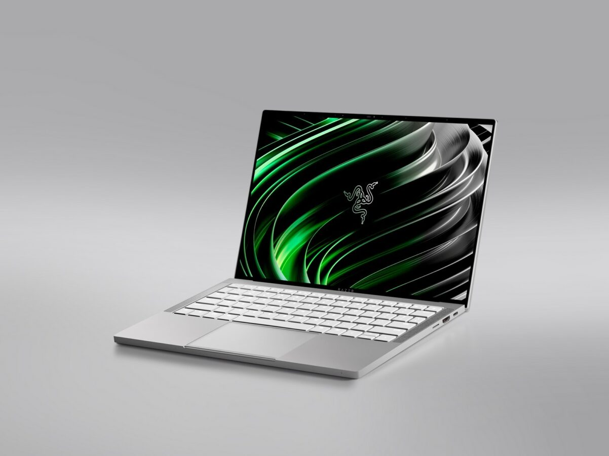 Niby to pierwszy nie-gamingowy laptop Razera, ale i tak ma klawiaturę z RGB
