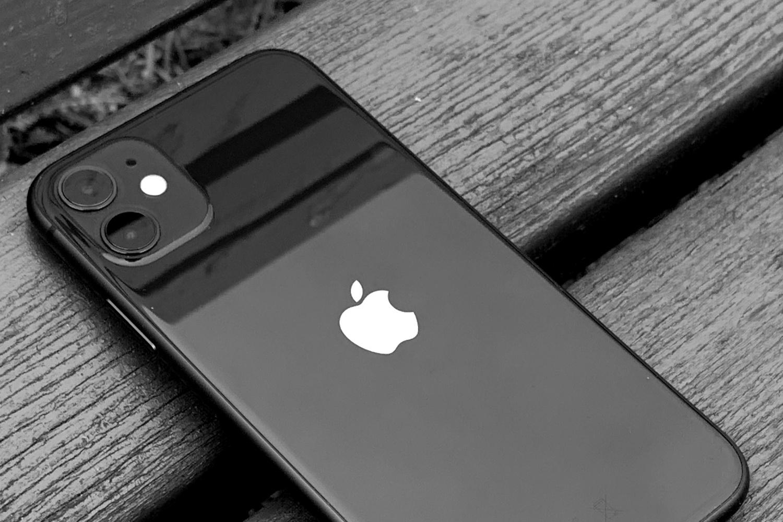 Touch ID w ekranie pojawi się szybciej niż składane iPhone'y