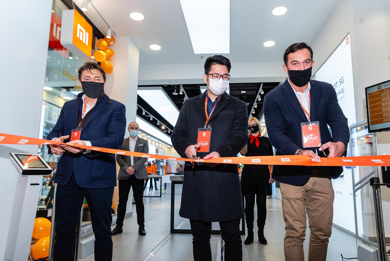 otwarcie Mi Store Arkadia - od lewej: Leszek Sławiński, Alan Chen, Łukasz Bieniek