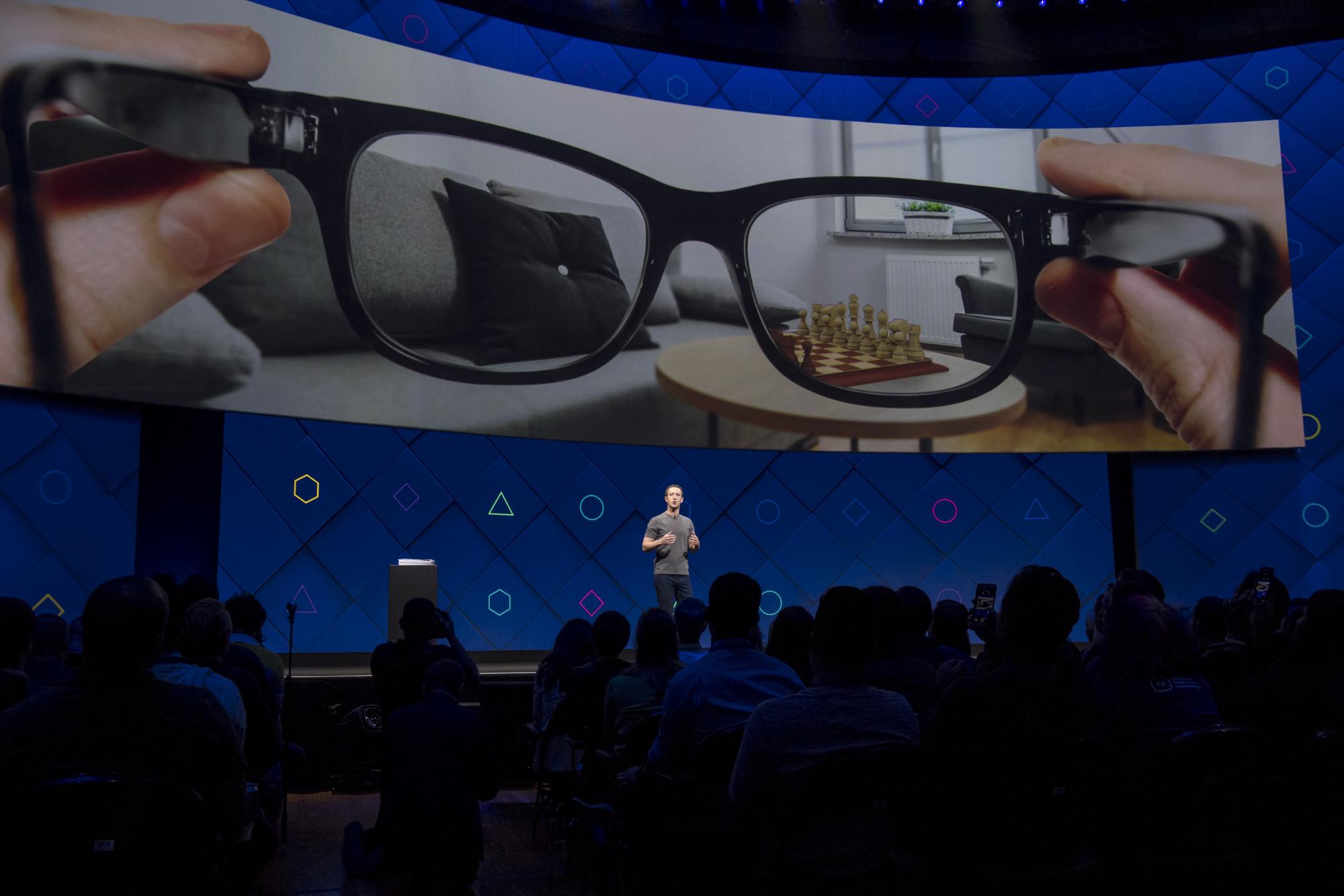 Facebook – inteligentne okulary.