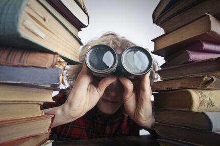 google lornetka lorneta książki kobieta dziewczyna badanie nauka