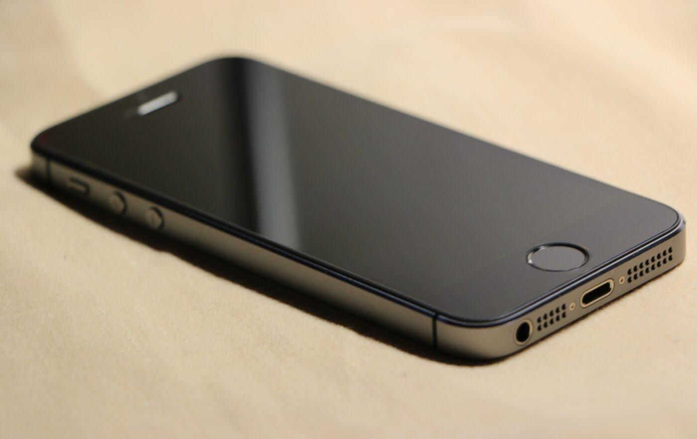 iPhone 5s z aktualizacją iOS 12.5.1.