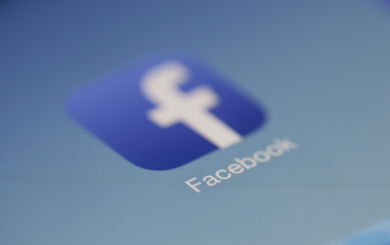 Nie tylko wam wygasła sesja na Facebooku. Wielu użytkowników iOS zostało wylogowanych z serwisu