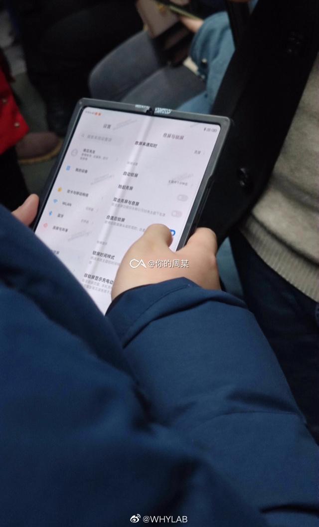 Składany smartfon Xiaomi (źródło: MyFixGuide)