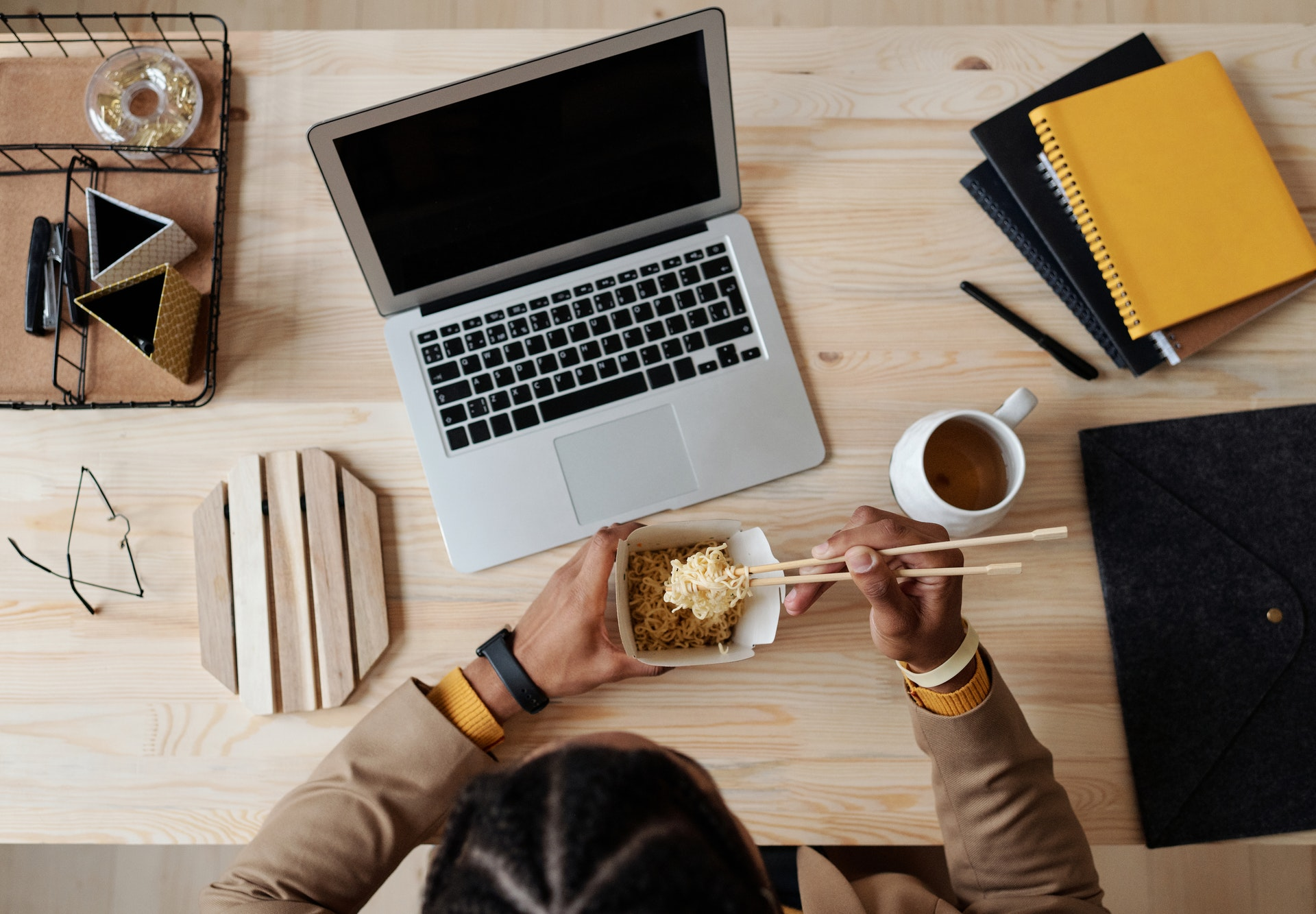 jedzenie food order chińszczyzna laptop komputer kawa picie herbata