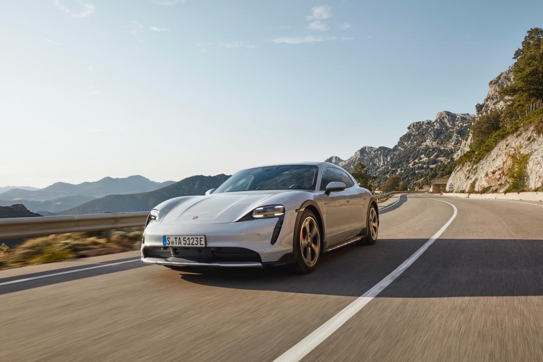 Porsche Taycan Cross Turismo – rodzinny elektryk, który sprawdzi się również na torze