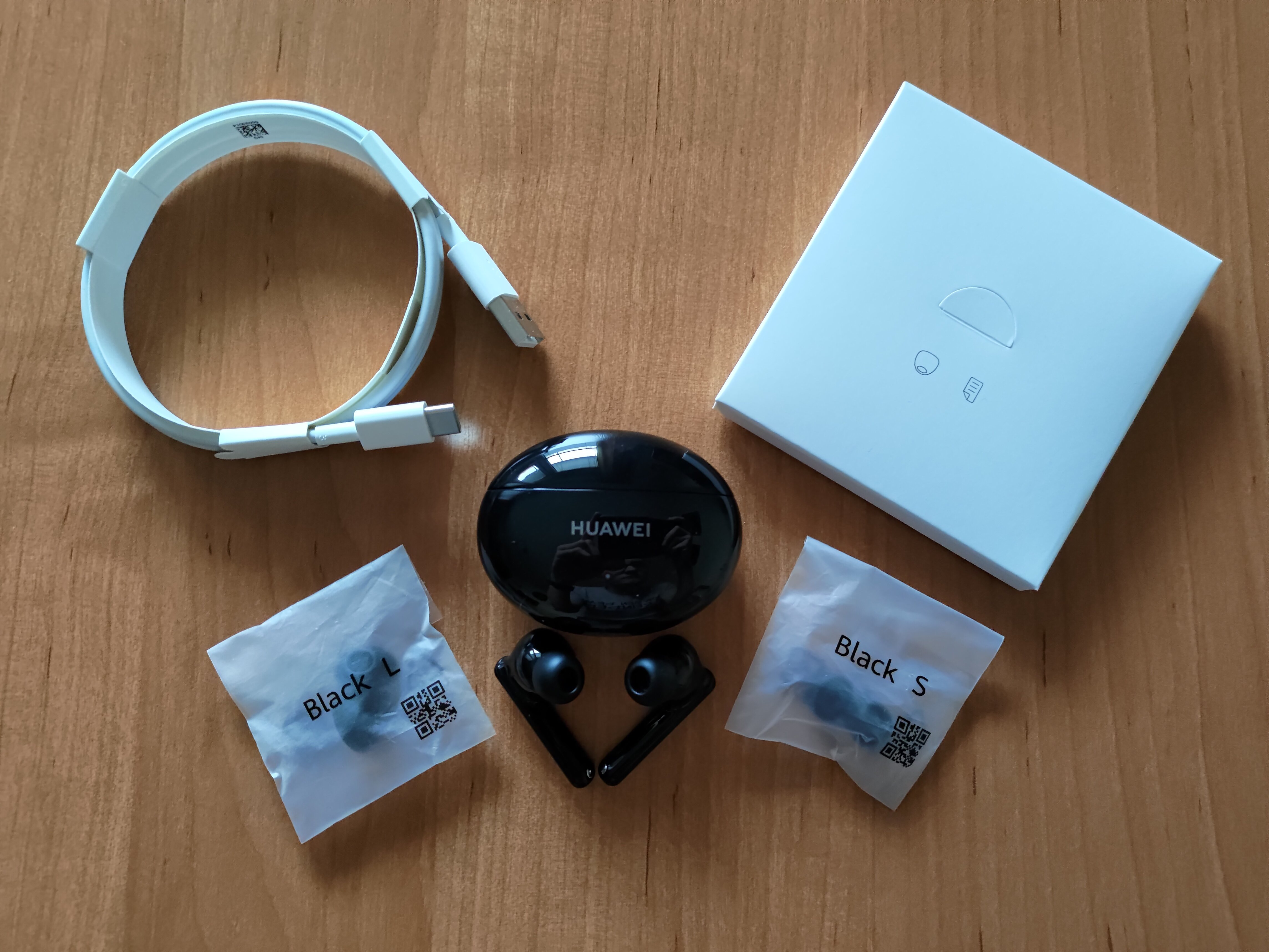 Recenzja Huawei Freebuds 4i - fot. Tabletowo - Zestaw sprzedażowy