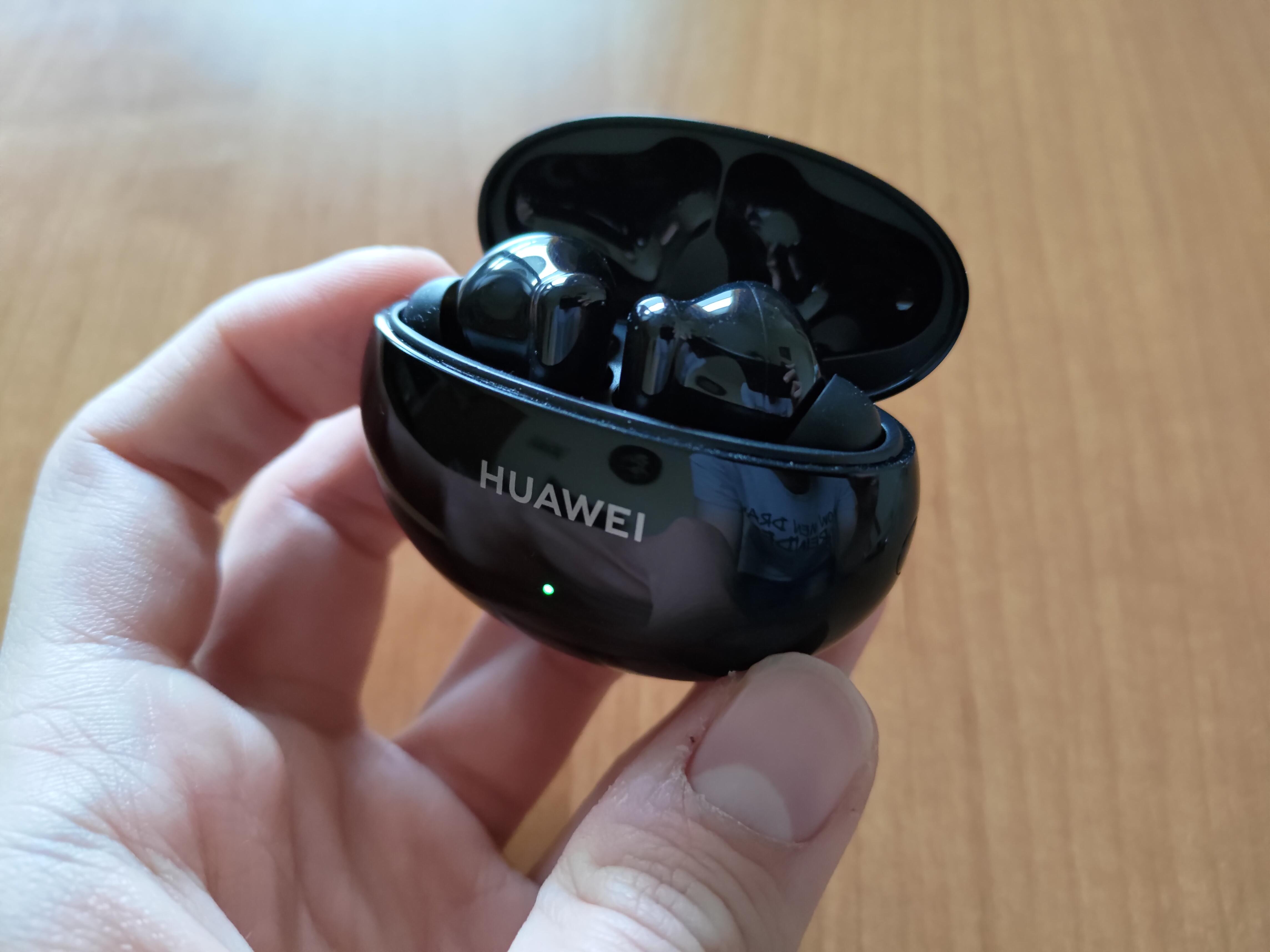 Recenzja Huawei Freebuds 4i - fot. Tabletowo.pl - Słuchawki w etui