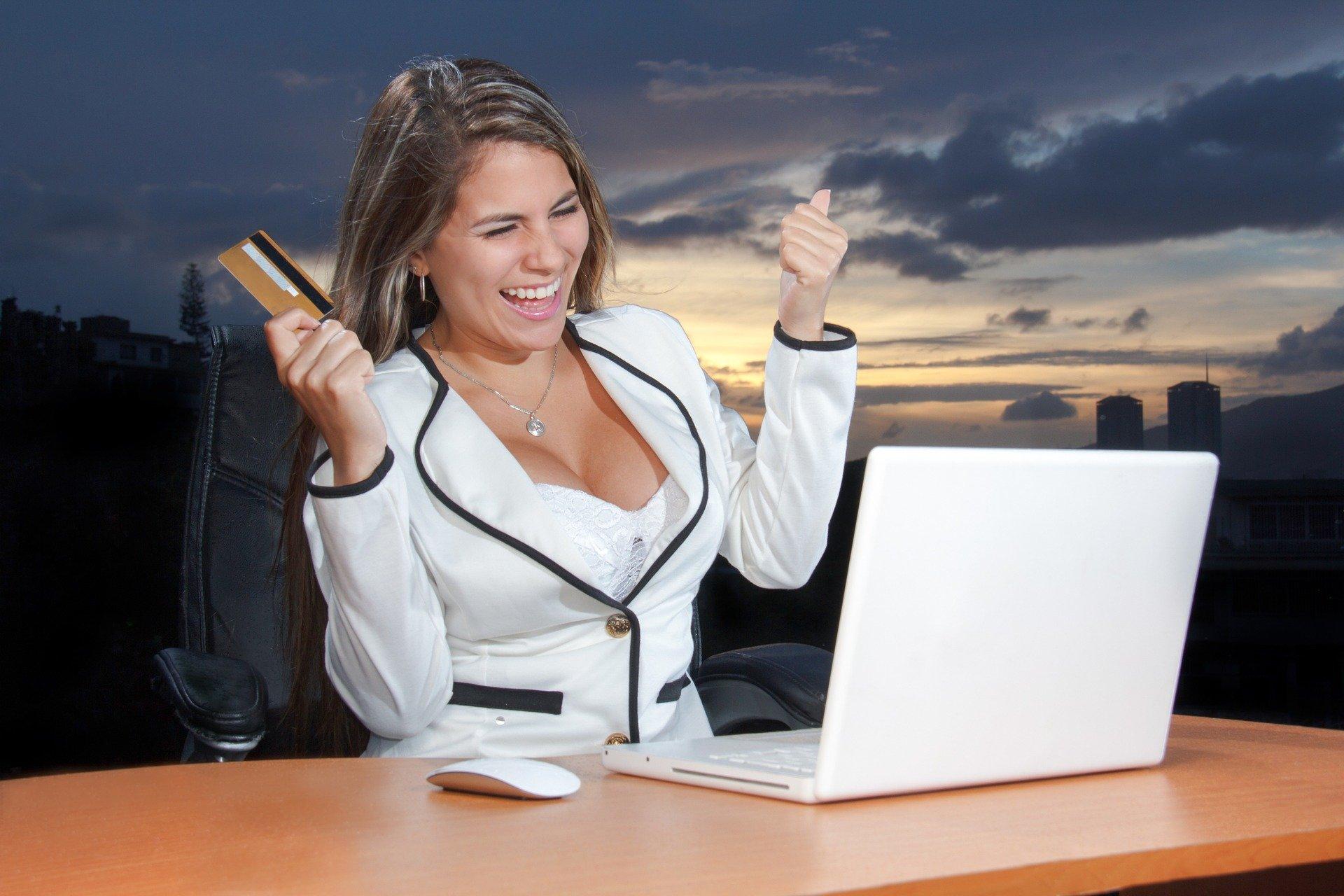 zakupy przez internet shopping laptop karta płatnicza