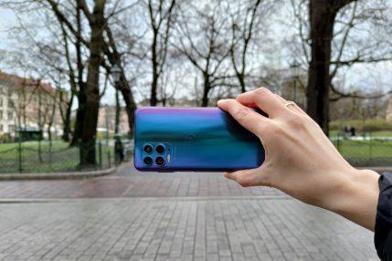 Recenzja Motorola moto g100 - Tył urządzenia - fot. Tabletowo